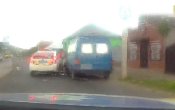 У Мукачеві п'яний водій серед білого дня тікав від патрульних (ВІДЕО)