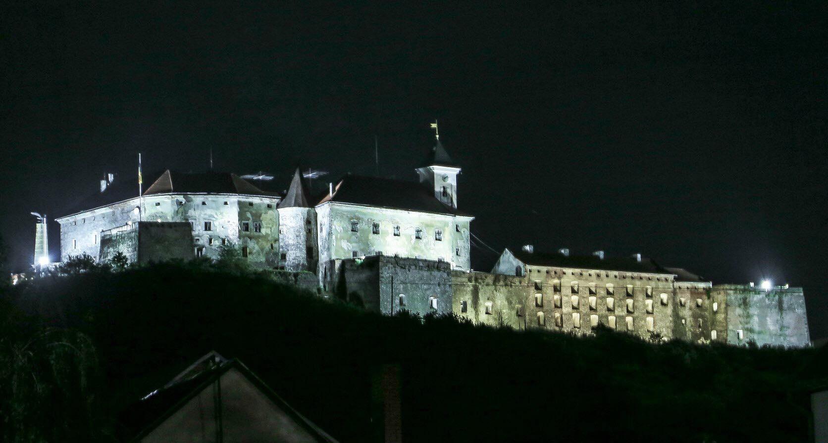 """У День міста в Мукачеві запрацює нове освітлення """"Паланку"""""""