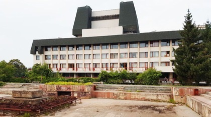 Петицію про повернення фонтану позаду драмтеатру у власність громади підписало понад 450 ужгородців при 250 необхідних (ДОКУМЕНТИ)