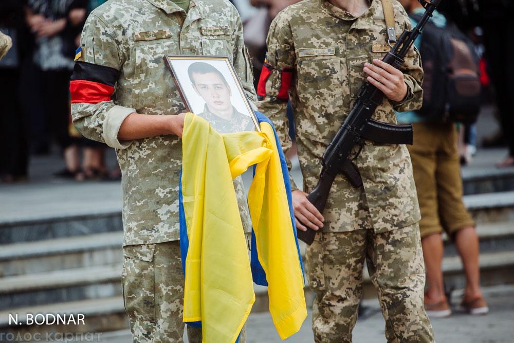 Ужгород прощається із військовослужбовцями, що загинули на Рівненському полігоні (ФОТО)