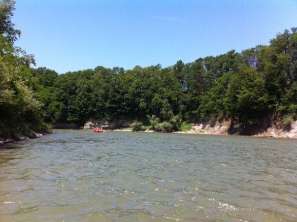 На Закарпатті перекинувся човен з угорськими туристами