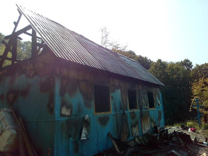 У Ганичах на Тячівщині підпалили новозбудовану церкву УАПЦ (ФОТО)