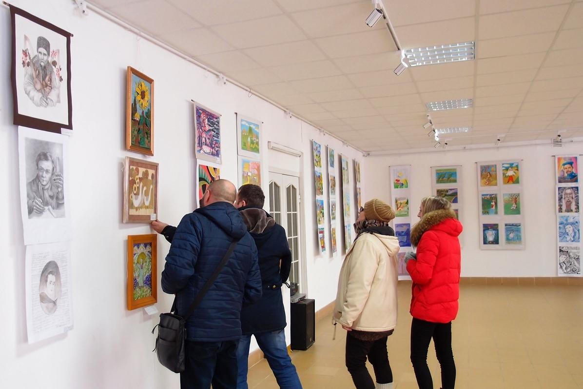 Обласну виставку з понад 150
