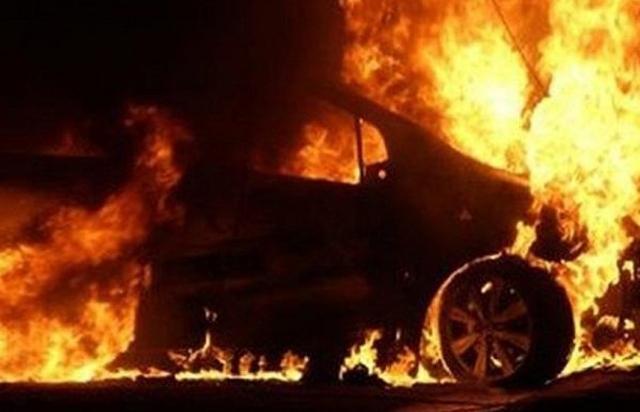 На Виноградівщині пожежа знищила Volkswagen Sharan