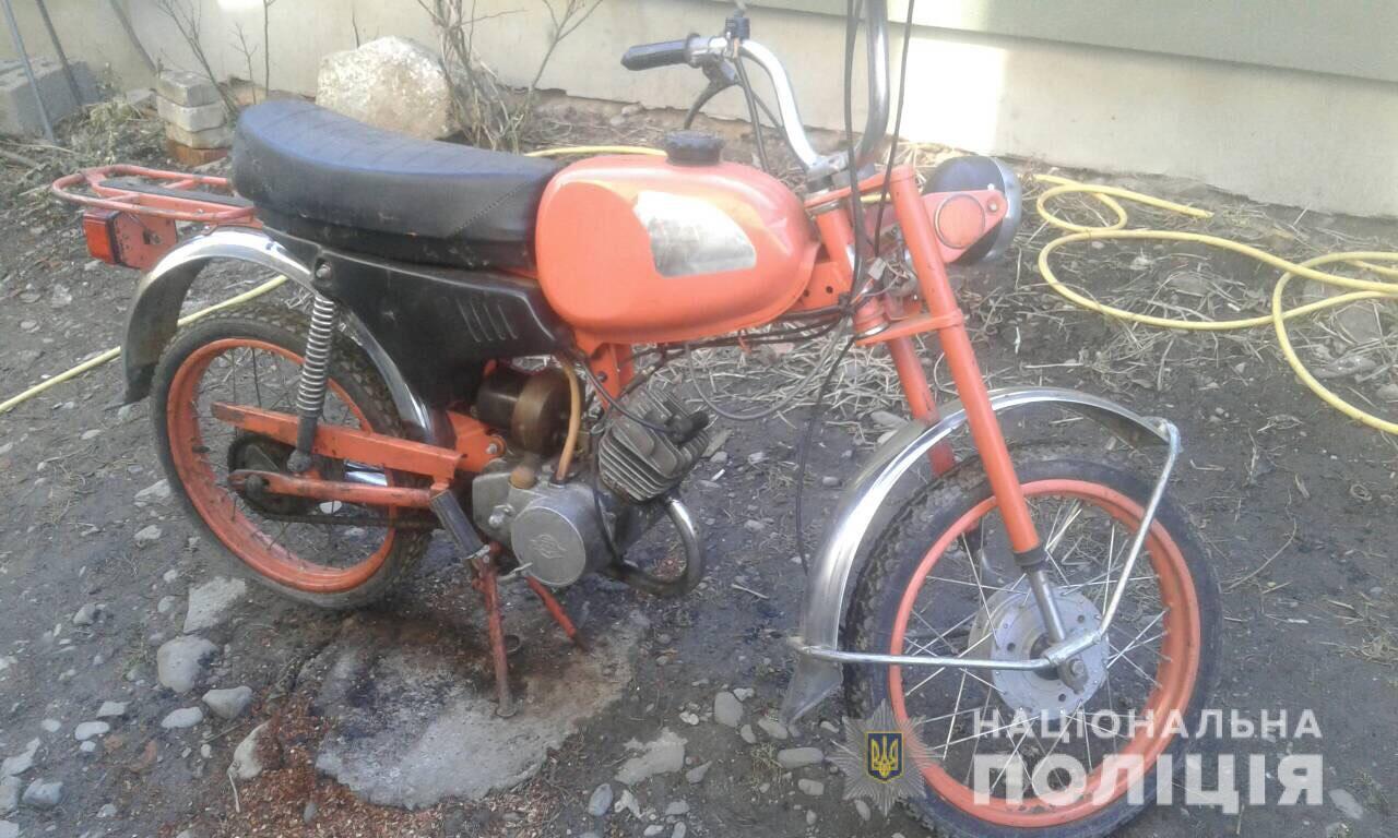 """У Тячеві з """"підсобки"""" будинку викрали велосипед, мопед та інструменти (ФОТО)"""