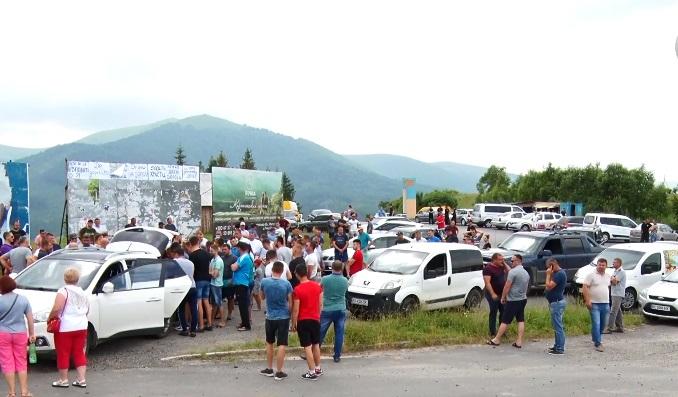 Нижні Ворота-Воловець-Міжгір'я: На Закарпатті мешканці кількох районів об'єднали свої сили та вийшли на мирний протест