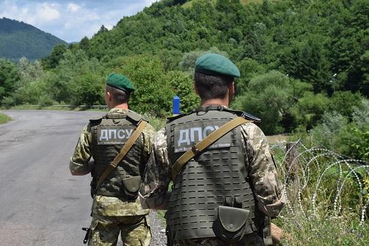 П'ятьох нелегалів із Афганістану та двох переправників затримали неподалік кордону на Закарпатті