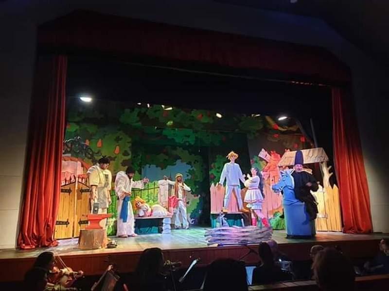 Закарпатський облтеатр у Хусті відкриє театральний сезон музичною комедією-фарсом з оркестром