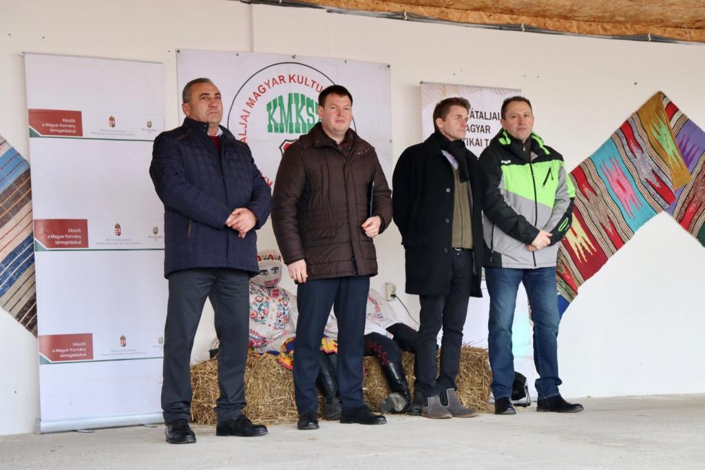 Скандал у Гечі: урочисте відкриття фестивалю гентешів довірили угорцям, а не керівнику Закарпаття (ФОТО)