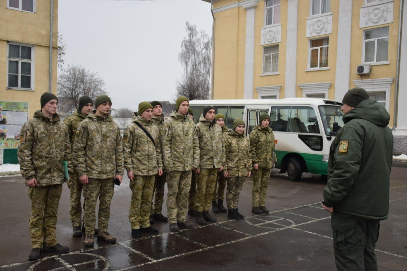 У Чопський прикордонний загін прибули курсанти-випускники (ФОТО)