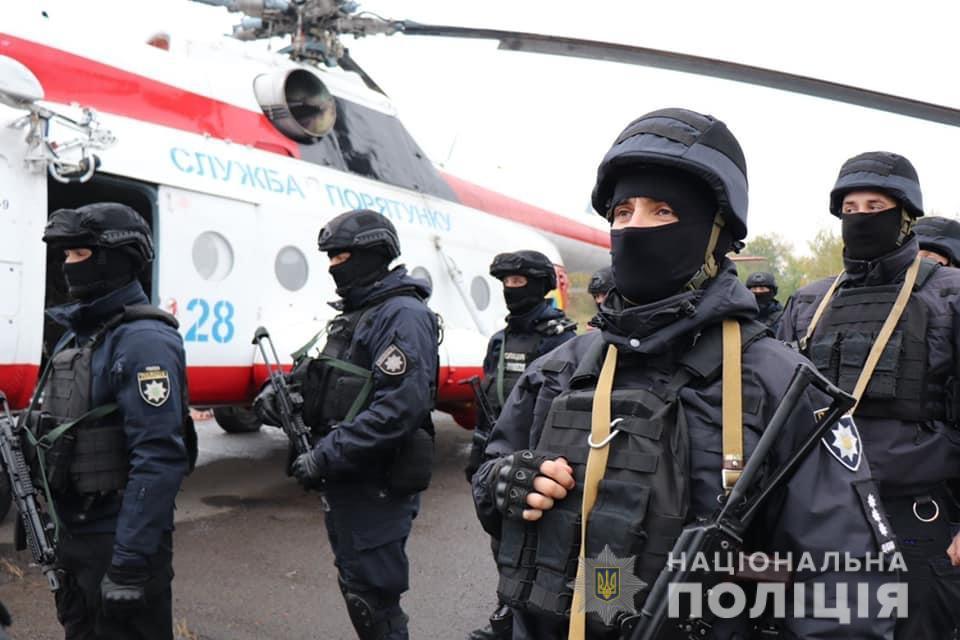 Для оперативного реагування у день виборів на Закарпатті працює група спецпризначенців поліції з вертольотом