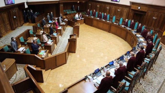 Суддя Лемак з Закарпаття проголосував проти рішення КС скасувати е-декларації, незаконне збагачення та ще низку антикорупційних норм