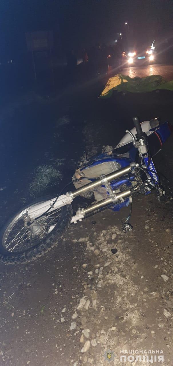 На Рахівщині мотоцикліст смертельно наїхав на жінку, що йшла з велосипедом (ФОТО)