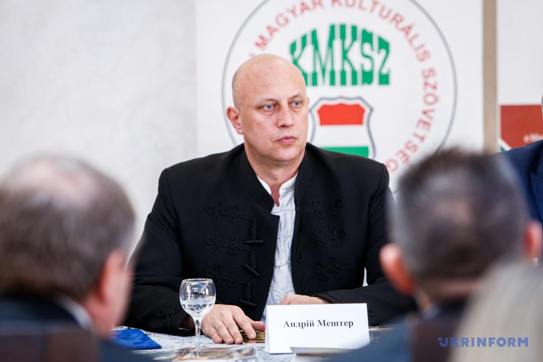 Голова сільради на Берегівщині спілкується з журналістами через перекладача, бо практично не користується українською (ВІДЕО)