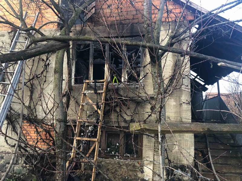 У Вишкові, на Хустщині під час ліквідації пожежі виявили тіла батька й доньки (ФОТО)