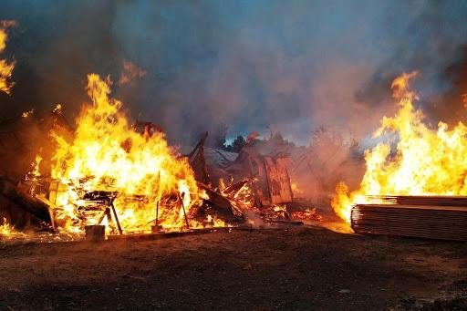 У Міжгір'ї гасили пожежу на пилорамі @ Закарпаття онлайн