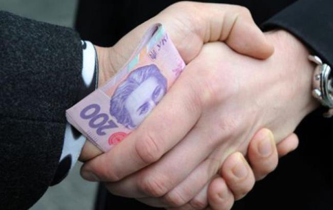 У Мукачеві судитимуть далекобійника, що намагався відкупитися від відповідальності за порушення карантину хабарем