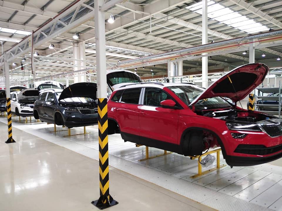 """При можливості випуску 50 тисяч автомобілів на рік, на закарпатському """"Єврокарі"""" складають лише 5 тисяч машин (ФОТО)"""