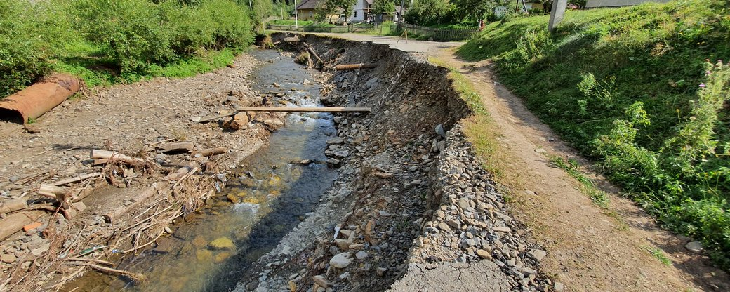 У Лопушному на Міжгірщині досі не відновили мости й дороги після паводку у червні (ВІДЕО)