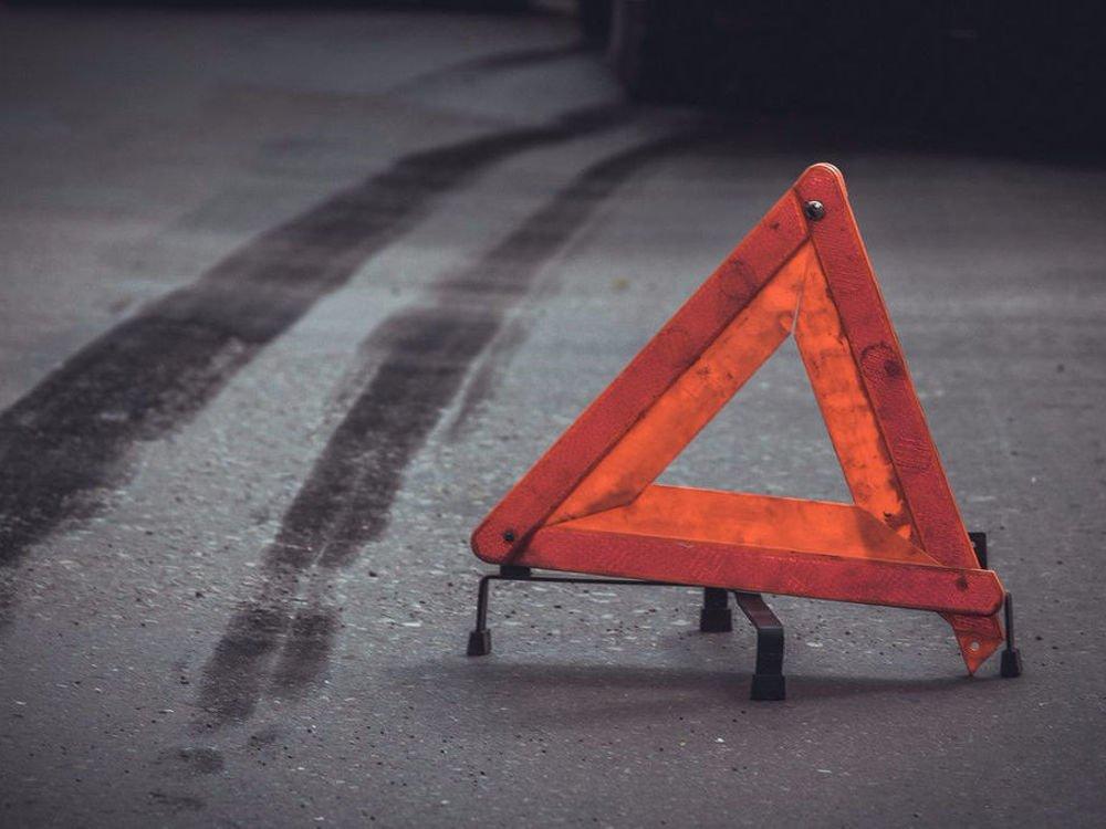 Унаслідок зіткнення на Хустщині мікроавтобуса та вантажівки загинуло двоє людей та двоє травмовано