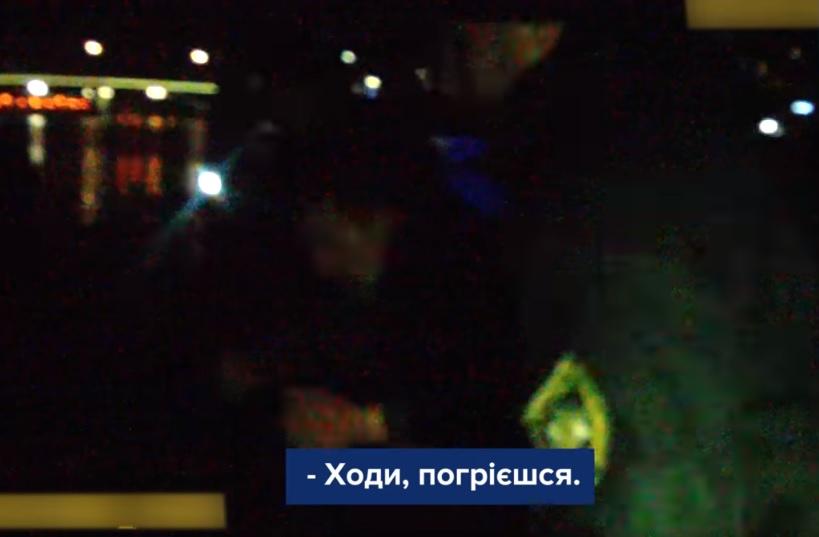 В Ужгороді чоловік, який травмував і пограбував жінку, намагався втекти, перепливаючи Уж (ВІДЕО)