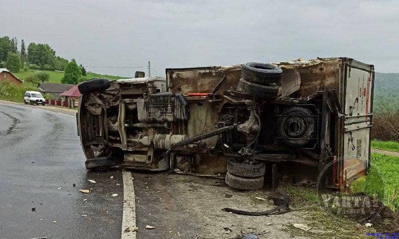 На Львівщині вантажівка з Закарпаття зіткнулася з BMW (ФОТО)