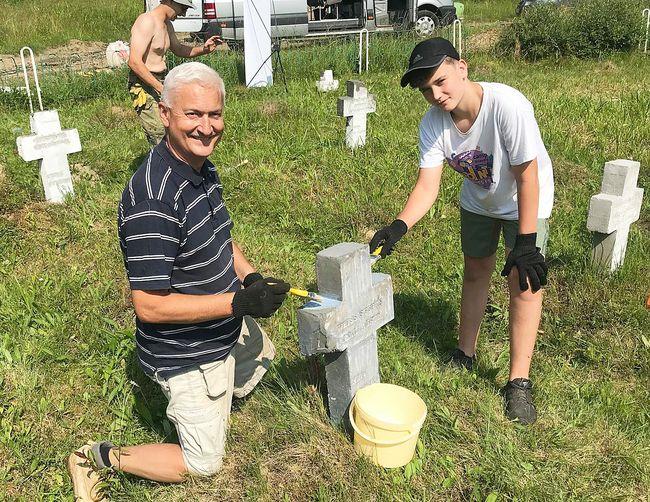 """На Закарпатті активісти """"Memento bellum"""" відновлюють старі військові кладовища (ФОТО)"""