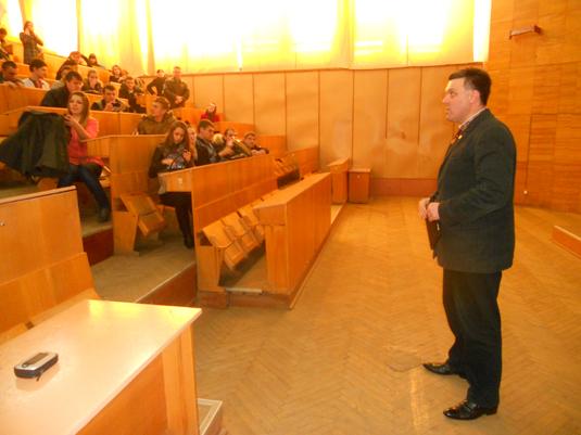 Тягнибок на Закарпатті побував у Хусті і виступив перед студентами УжНУ (ФОТО)