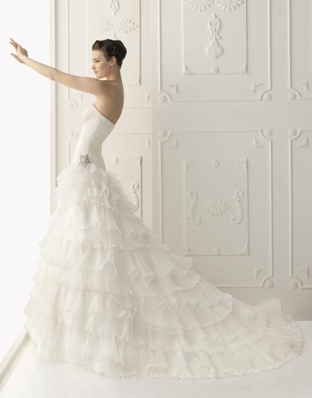 Наймодніші сукні для наречених від