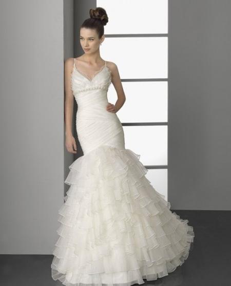 670d18e0db2aa9 Весільні сукні 2012 — огляд модних тенденцій від ужгородських ...