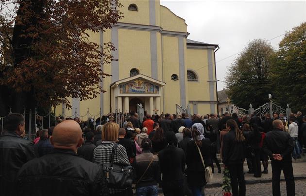 У Мукачеві прощалися із загиблим на Сході прикордонником Робертом Кісом