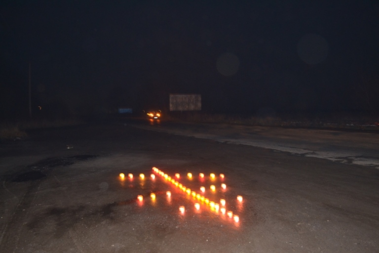 У селах на Тячівщині тіло героя, що загинув в АТО, проводжали тисячами лампадок