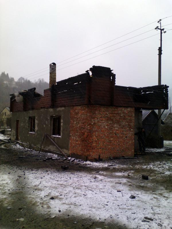 У Голятині горіла новобудова, а в Синевирі через блискавку загорівся хлів