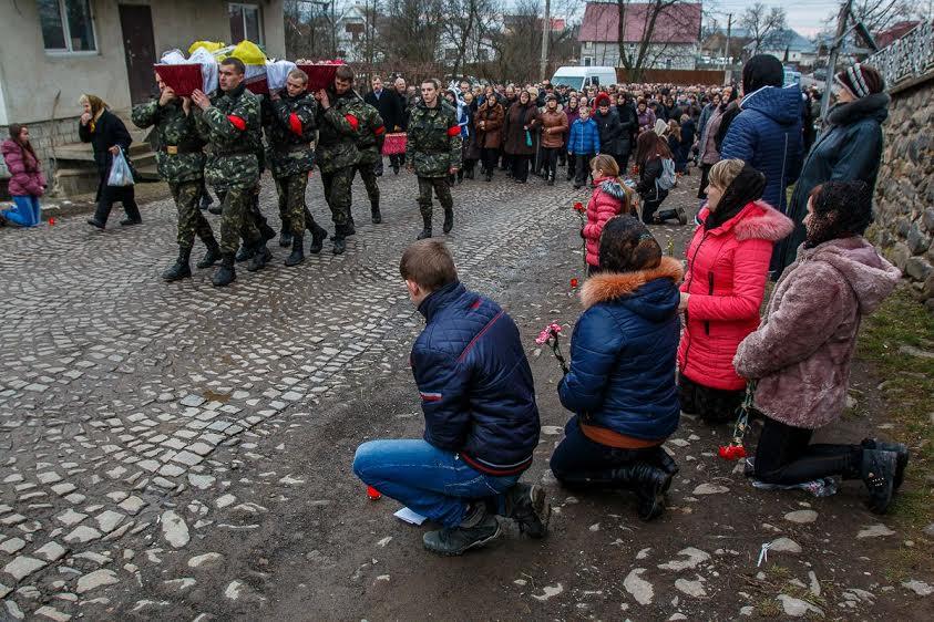 На Іршавщині попрощалися із загиблим на Сході Героєм – Олександром Данильченком