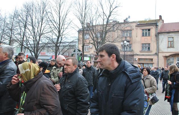 У Мукачеві прощалися із загиблим на війні капітаном Денисом Кисельовим
