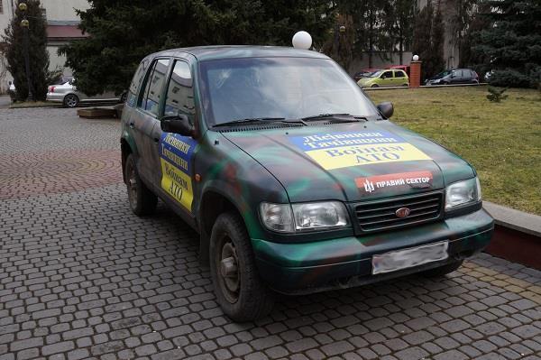 Лісники Тячівщини передали бійцям на фронт позашляховик