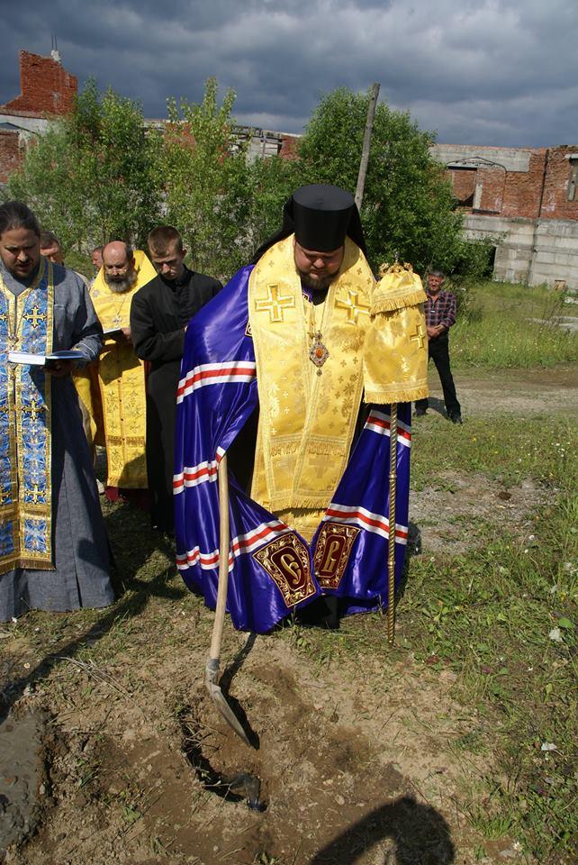 Освятили хрест під майбутню церкву УПЦ КП