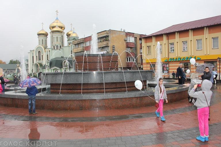 У центрі Хуста відкрили фонтан (ФОТО)   Закарпаття онлайн df609b2af1f6c