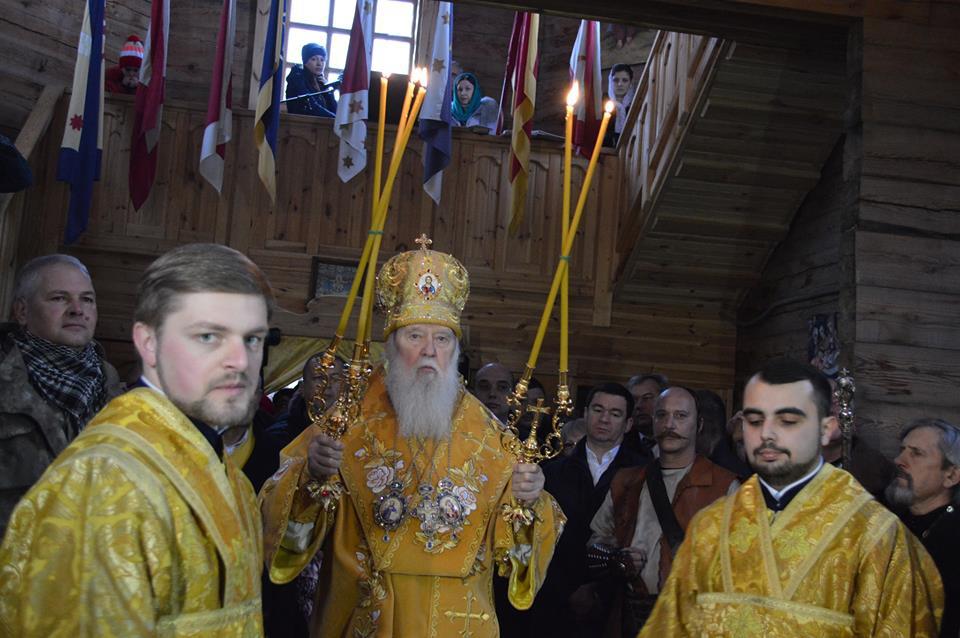 У церкві на Хортиці встановили іконостас, вивезений з дерев'яної церкви в закарпатській Розтоці (ФОТО)