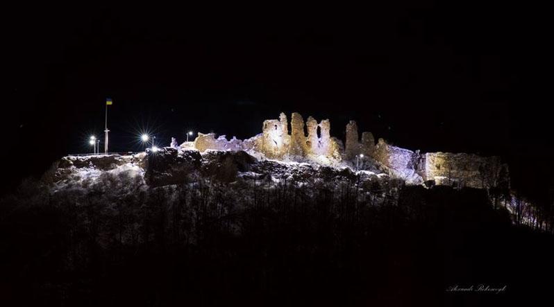 Новою ілюмінацією Замкової гори зустрів Хуст новорічні свята
