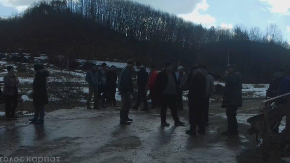 Селяни протестують проти рубки лісу
