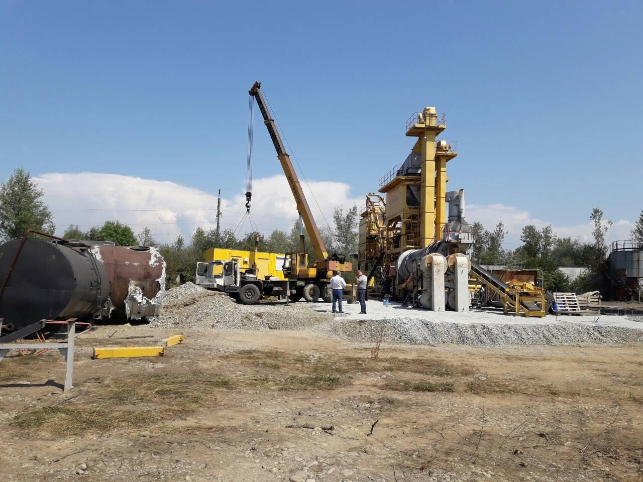 У Буштині на Тячівщині повним ходом триває будівництво нового асфальтного заводу