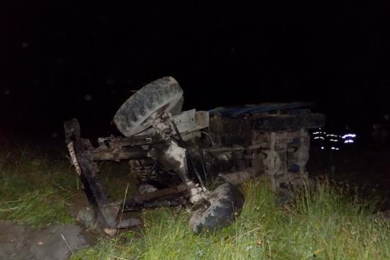 Водій лісвоза з'їхав у прірву: загинуло двоє людей, ще один потерпілий – в лікарні
