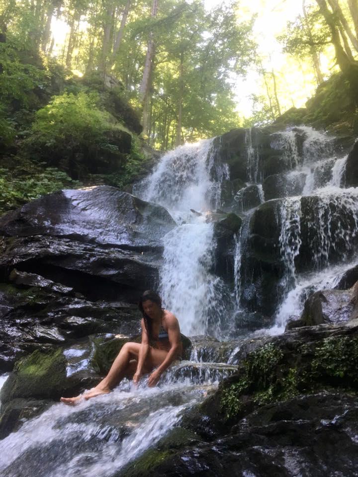 Руслана виступила на фесті в Синевирі та скупалася у водоспаді Шипіт (ФОТО, ВІДЕО)