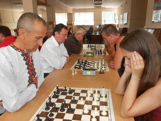 Ужгородці перемогли у відкритому командному турнірі з швидких шахів у Рахові