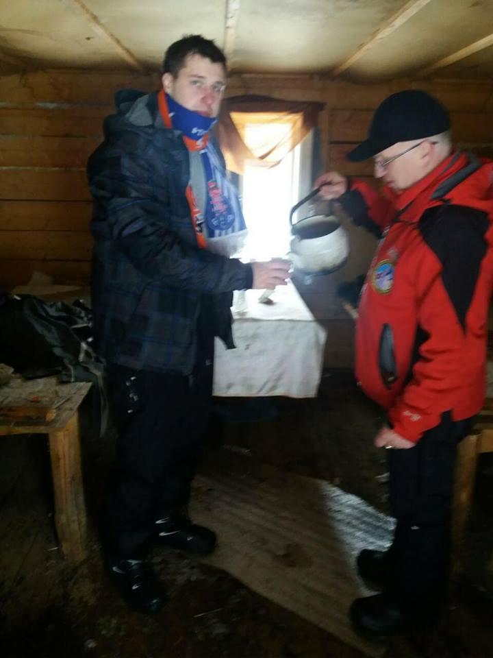 На Закарпатті рятувальники відшукали чотирьох туристів, що заблукали у горах (ФОТО)