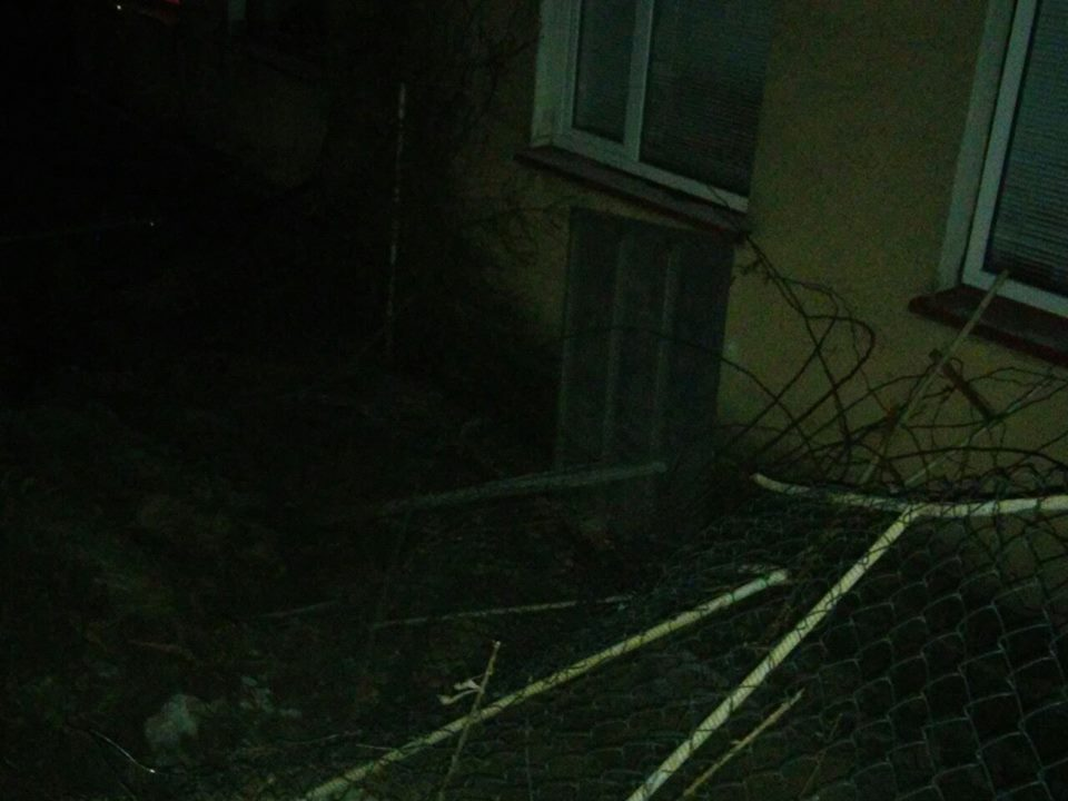 На Міжгірщині п'яний водій не впорався з керуванням і влетів у огорожу будинку (ФОТО)