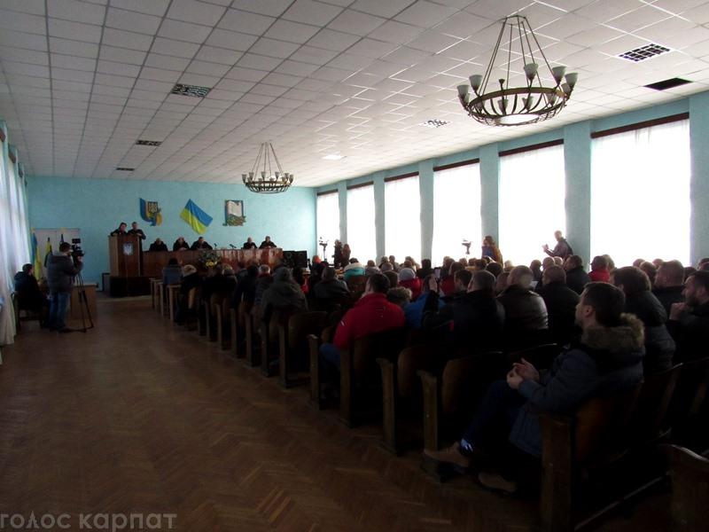 У Воловці дискутували противники та прихильники вітряків на Боржавському хребті.