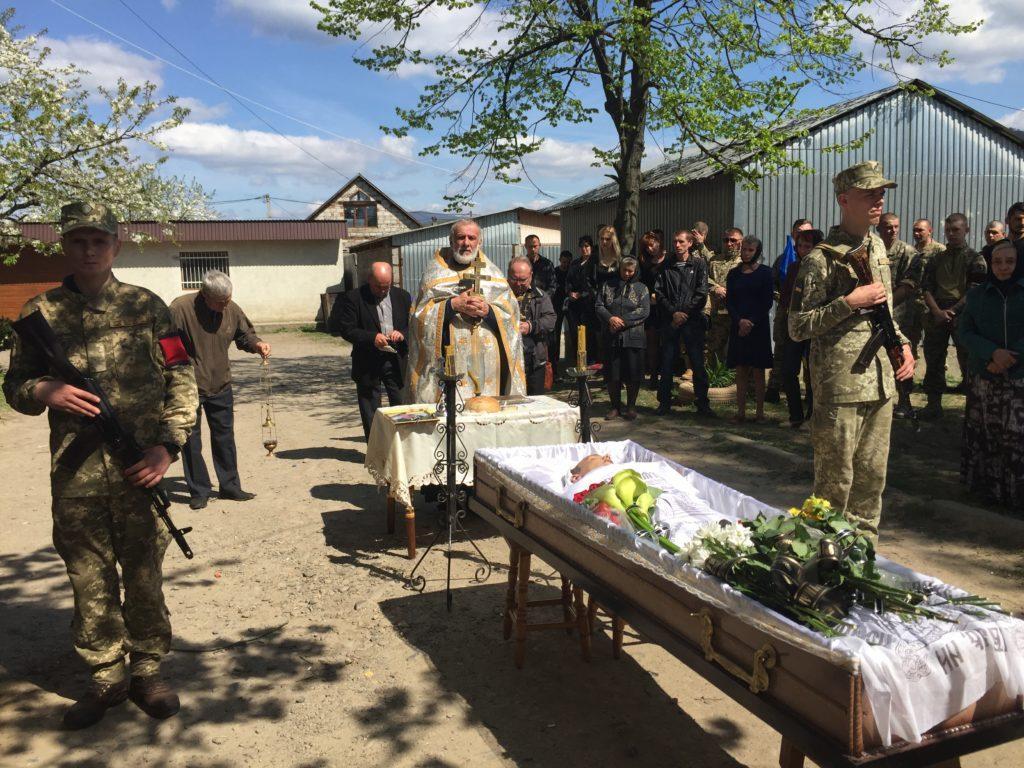 На Закарпатті поховали ветерана АТО Павла Дем'яненка