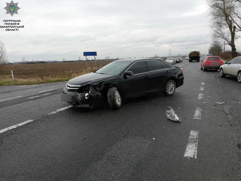 На Ужгородщині зіткнулися Volkswagen Golf і Toyota Camry - загинуло двоє людей
